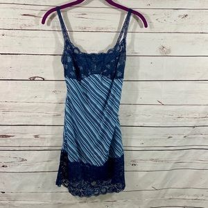 Xhilaration tank top with lace trim